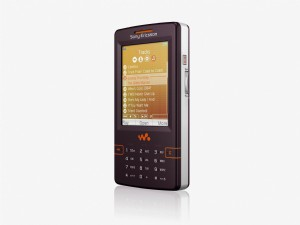 内建 4GB 的 Sony Ericsson W950i MP3 Walkman 智慧手机